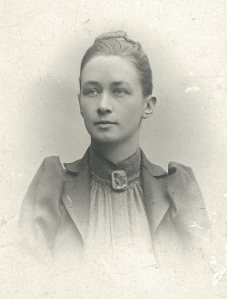 https://commons.wikimedia.org/wiki/File:Hilma_af_Klint,_portrait_photograph_published_in_1901.jpg